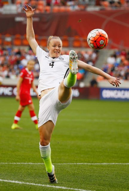 Becky Sauerbrunn vs. Canada in the final of the 2016 Olympic qualifying tournament at BBVA Compass Stadium in Houston, Feb. 21, 2016. (Scott Halleran/Getty Images)
