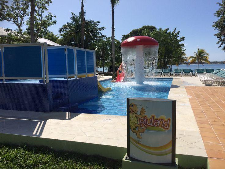 Riuland kinderzwembad met glijbaantje