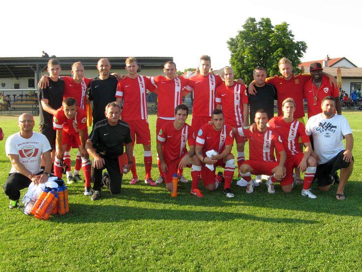 A Sageata Navodari elleni felkészülési mérkőzést követően néhány szurkolóval közösen állt össze egy kép erejéig a DVTK csapata az ausztriai Joisban