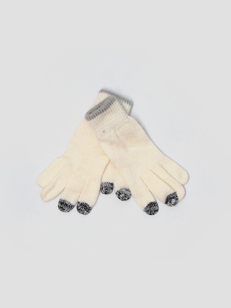 Check it out—American Eagle Outfitters  Gloves for $8.99 at thredUP!