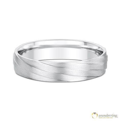 Der 750er Weißgoldring wirkt wie aus Bändern zusammen geflochten - eine schöne Symbolik für einen Ehering. 18 Karat, von wunderring® €545 Übrigens: Es gibt ihn auch mit Diamanten :) #Trauring