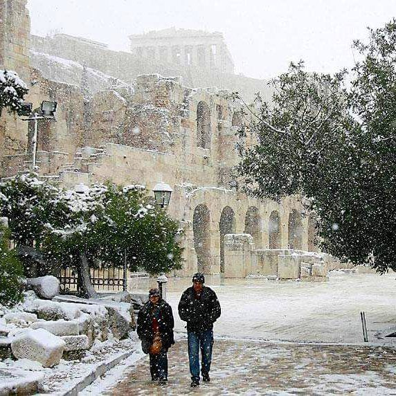 Meamwhile in Athens, Greece it's lightly snowing. #greece #athens #parthenon #acropolis #greek #greeks #greeklife #greekgirl #hellas #visitgreece #ilovegreece