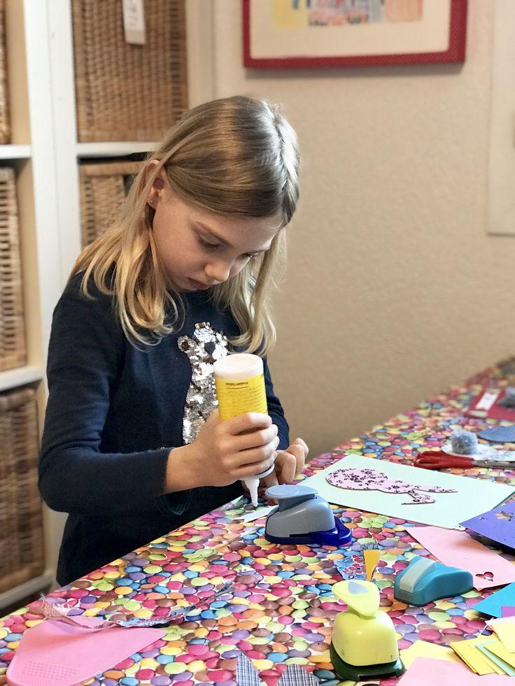 Idée créative toute simple pour réaliser avec les enfants une jolie carte Lapin de Pâques 🐣 #bricolage #kidscrafts #enfants #atelier #geneva #atelierpourenfants #cartigny #suisse