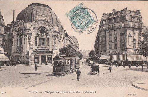 """BOULEVARD DE CLICHY, 1905.Au milieu se trouve la rue Caulaincourt, enjambant le cimetière Montmartre. A gauche, on peut voir le plus grand cinéma du monde: """"L'Hippodrome"""", avec ses 5000 places. On y donnait également des spectacles de cirque et équestres. Construit en 1899, remplacé en 1931 par un autre cinéma (le """"Gaumont-Palace"""") comprenant l'écran le plus grand du monde (670 m2). Démoli dans les années 1970 et remplacé par un bloc d'immeubles en béton sans aucun caractère."""