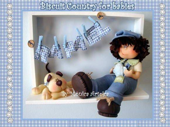 Está peça é confeccionada de acordo com a decoração do quarto do bebê (cores e tema). Menininho em Biscuit Country , quadro em madeira MDF e as letras do nome em tecido.
