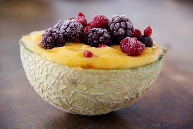 Koktajl deser podany w melonie to niesamowity i pyszny pomysł!