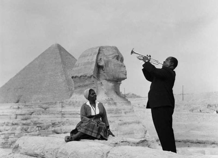 Louis Armstrong plays for his wife in Giza (1961) Rare Photos Of History « dailybananas.com