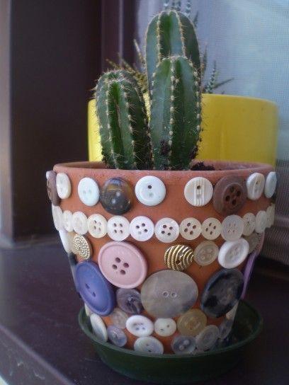 Vaso decorato con bottoni