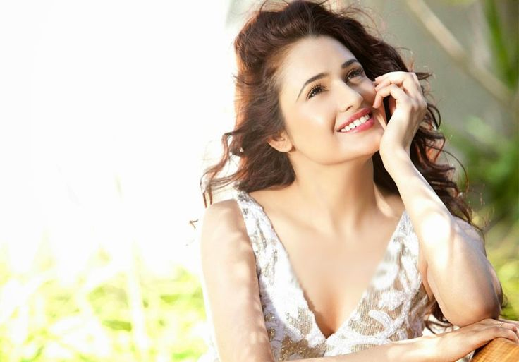 Yuvika Chaudhary Hot Images Wallpapers Latest Pics in HD