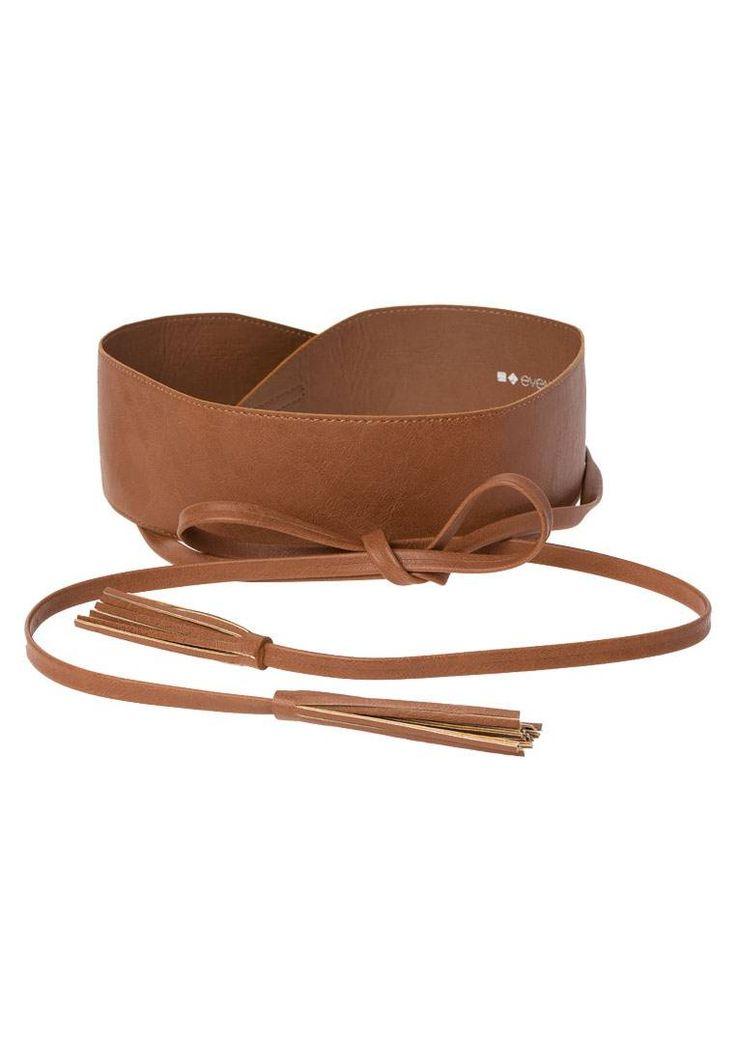 Even&Odd. Cintura - cognac. #cintura #cinture #vitaalta #zalandoIT #fashion Composizione:100% Poliuretano. Materiale:fintapelle. Lunghezza:290 cm nella taglia One Size. Chiusura:Nodo. Larghezza:7 cm nella taglia One Size. Fantasia:monocromo