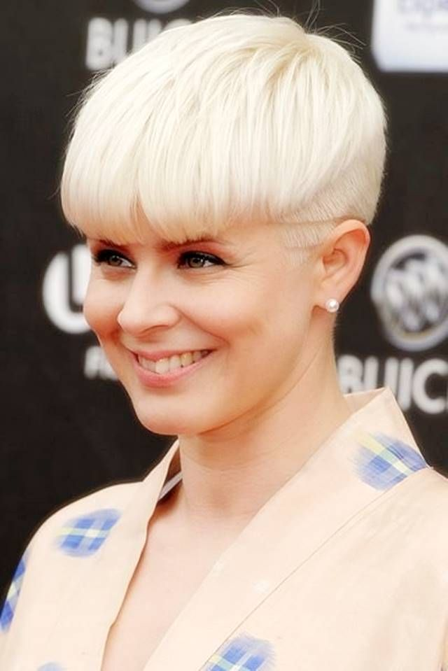 Best Short Haircuts For Oval Faces Over 40 Short Hair Styles Pixie Stylish Short Hair Chic Short Haircuts