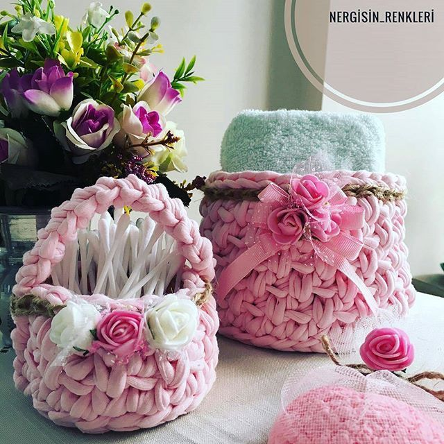 @Regranned from @nergisin_renkleri - İyi akşamlar herkese 🎉 Banyo için hazırlamış olduğum orta boy pembe sepetim mutlu günlerde kullanılsın... Yeni evleneceklere bir ömür mutluluk getirsin 💞 Küçücük boy sepetim kulak çubukları kullanım amacıyla yapıldı; tam da yerini buldu bence ☺️☺️ Bilgi ve sipariş için dm den yazabilirsiniz 💐 #örgüsepet #sepet #çeyiz #gelin #yenigelin #mutluluk #tatlıheyecanlar #sipariş #siparisalinir🎀🎀🎁🎁🎀🎀 #siparis #pembe #pembegönlümsende #banyo…