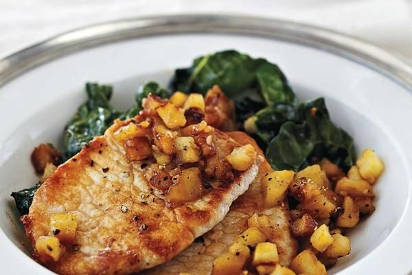 Pork chops with peppered apples