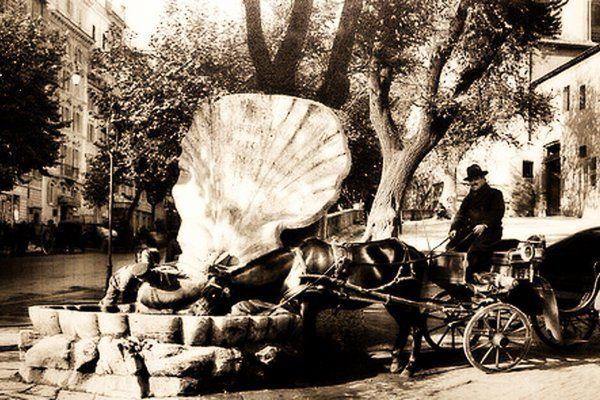 l 28 Gennaio del 1916 viene inaugurata la restaurata Fontana delle Api, situata all'angolo di Piazza Barberini con via Veneto, progettata dal Bernini nella metà del '600.