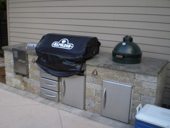 Outdoorküche Napoleon Hill : A built in bbq with a napoleon grill the big green egg and a smoker