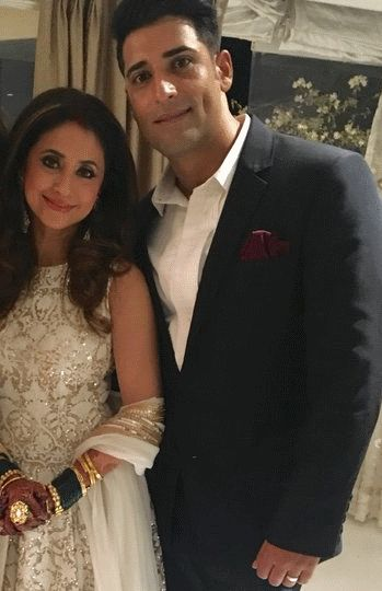 Gorgeous Newly-Weds Urmila and Mohsin At Their Wedding Reception!