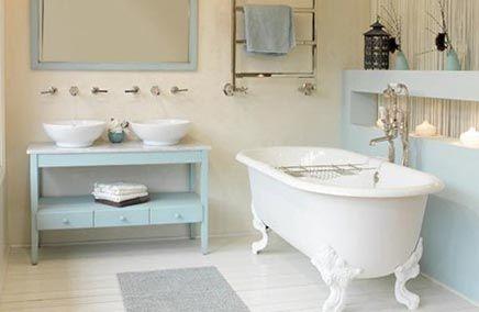 Google Afbeeldingen resultaat voor http://www.badkamers-voorbeelden.nl/afbeeldingen/babyblauwe-landelijke-badkamer-bad-op-pootjes.jpg
