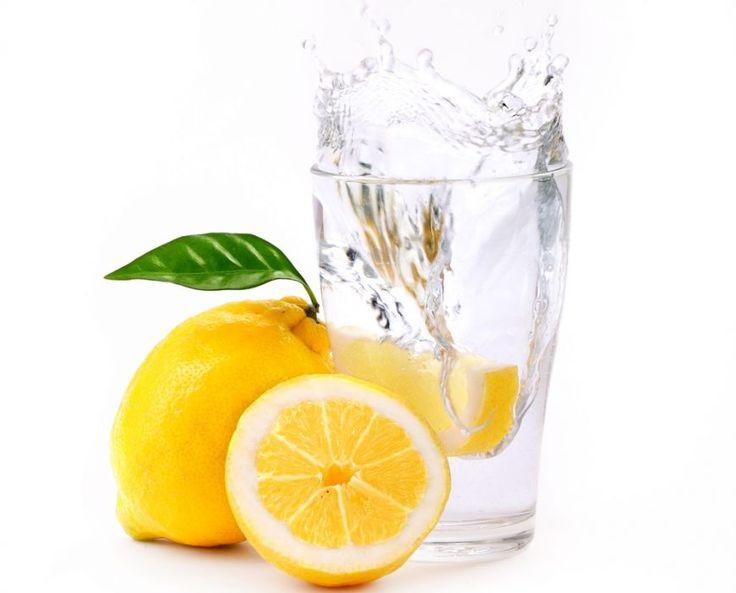 De ce trebuie sa-ti incepi ziua cu un pahar de apa plata cu lamaie - www.foodstory.ro