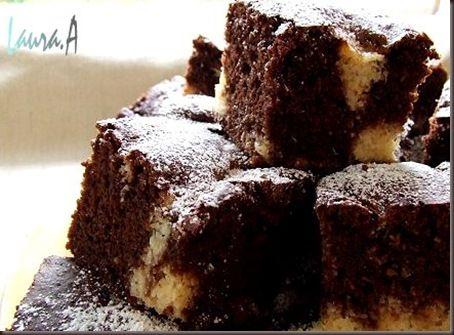 Negresa cu inima de cocos si migdale  http://www.lauraadamache.ro/2009/05/negresa-cu-inima-de-cocos-si-migdale.html#