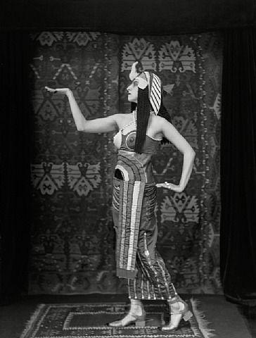 Lubov Tchernyshova as Cleopâtra in ''Cléopatre'' | E. O. Hoppe