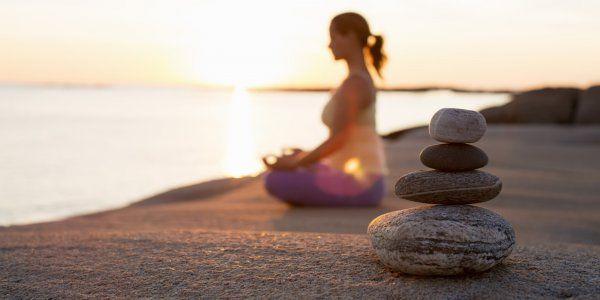 """Эксперт: Медитация позволит вдвое увеличить продолжительность жизни http://actualnews.org/exclusive/164675-ekspert-meditaciya-pozvolit-vdvoe-uvelichit-prodolzhitelnost-zhizni.html  Регулярная медитация хотя бы по несколько минут в день способна увеличить продолжительность жизни почти вдвое. Такое заявление сделал учитель медитации Шинцен Янг в своей новой книге """"Наука о просвещении"""", передает The Guardian."""