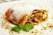 Этот пирог, который очень похож на классический штрудель можно охарактеризовать так: очень вкусно и очень просто! Какой потрясающий результат: тоненькое вкусное тесто нежно обнимает ароматные кусочки яблок! Мы приводим вам самый простой рецепт начинки. Но вы можете добавить к яблокам корицу для у