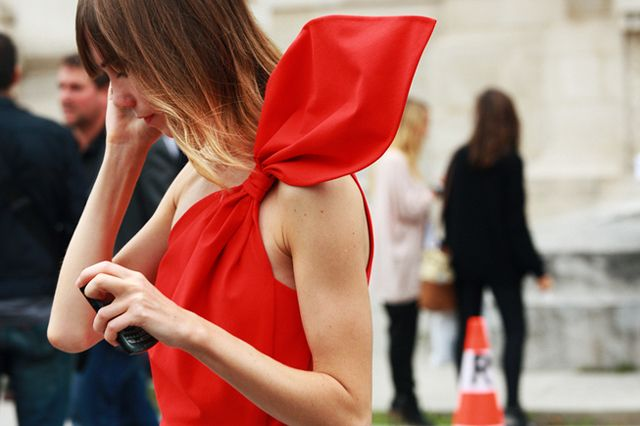 x: Red Fashion, Paris Fashion Week, Red Dresses, Bows Dresses, Street Style, One Shoulder, Red Wings, Big Bows, Red Bows