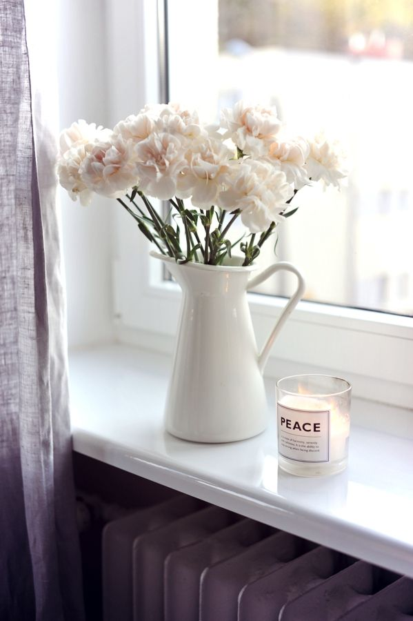 The clean simplicity of long- lasting white carnations. Make Life Easier - blog.
