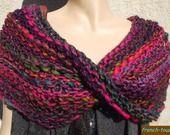 Poncho snood chauffe-épaules couvre-épaules col original en laine tricoté main pour femme ou ado fille - accessoire de mode hiver : Pulls, gilets par french-touch http://www.alittlemarket.com/boutique/french_touch-276004.html tricots.frenchtouch@gmail.com