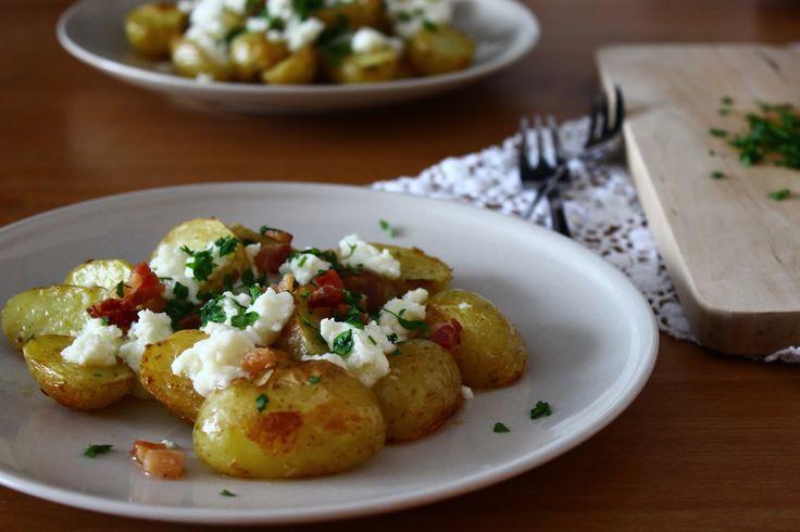 Pečené zemiaky s bryndzou a slaninou