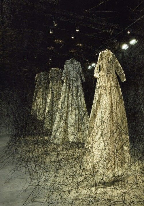 "bienenkiste:    ""After the dream"". Installation by Chiharu Shiota"