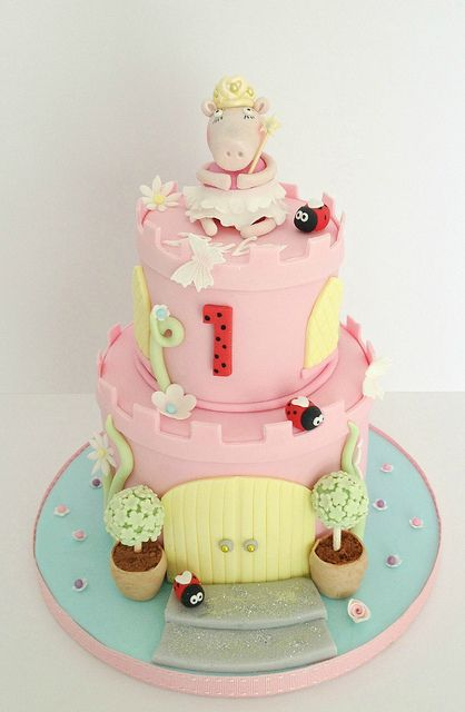 Peppa Pig Castle cake - Swirls Bakery Nottingham