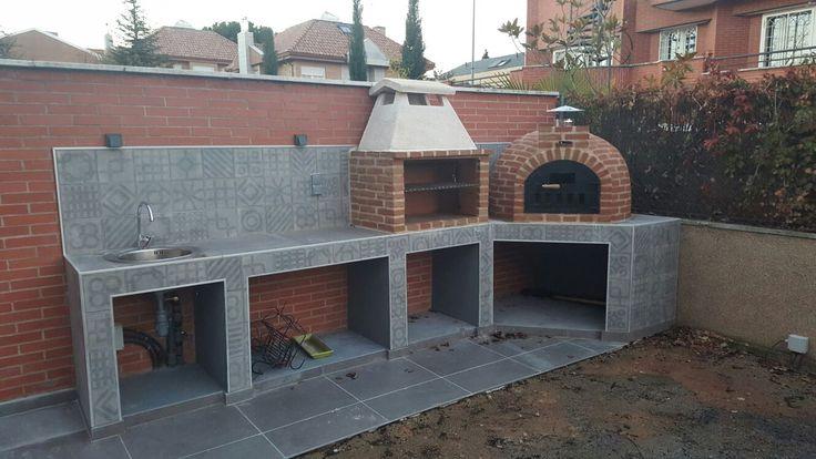 Montaje de horno barro que duró 2 días y consistió en fabricar la barbacoa parrilla y el Horno de leña de Pereruela INSITU en Collado Villalba.