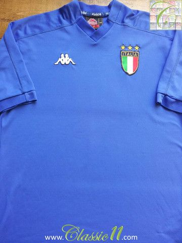Relive Italy's 1999/2000 international season with this vintage Kappa home football shirt.