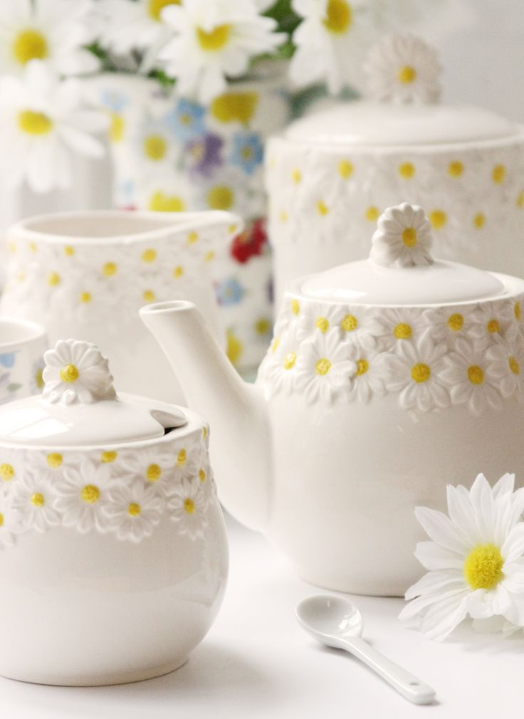 Springtime Tableware, Coffee Service in White & Daisy Yellow