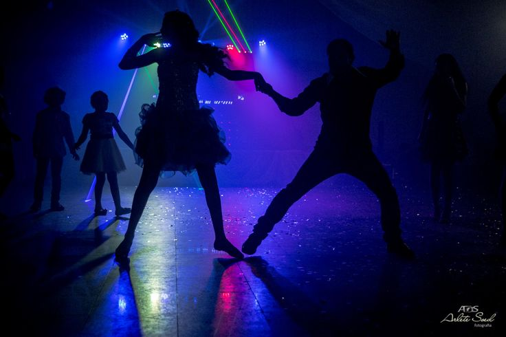 Raiane 15 anos, debutante, 15 anos. Belém Pará. Baile, dança, luzes, contra luz, silhoueta. Ritmo!