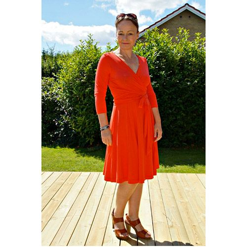 Wardrobe By Me Wanda Wrap Dress Sewing Pattern - Wanda Wrap dress fitted jersey dress is a figure hugging feminine jersey dress. The bodice wraps around the torso hugging the chest. The skirt is 6 gored, with a flattering full sweep at the hem.  ::  £8.50