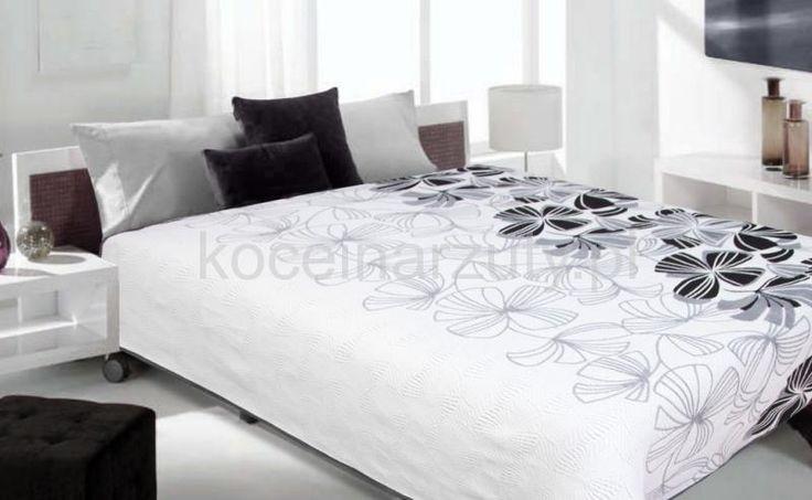 Nowoczesna biała narzuta dwustronna na łóżko w czarne kwiaty