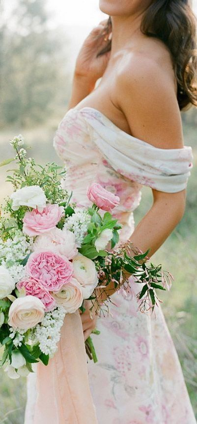 #Bouquet #watercolour_wedding gown