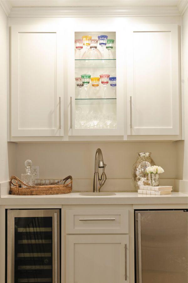 Wet bar with built in wine cooler modern kitchen for Wet bar cabinet ideas
