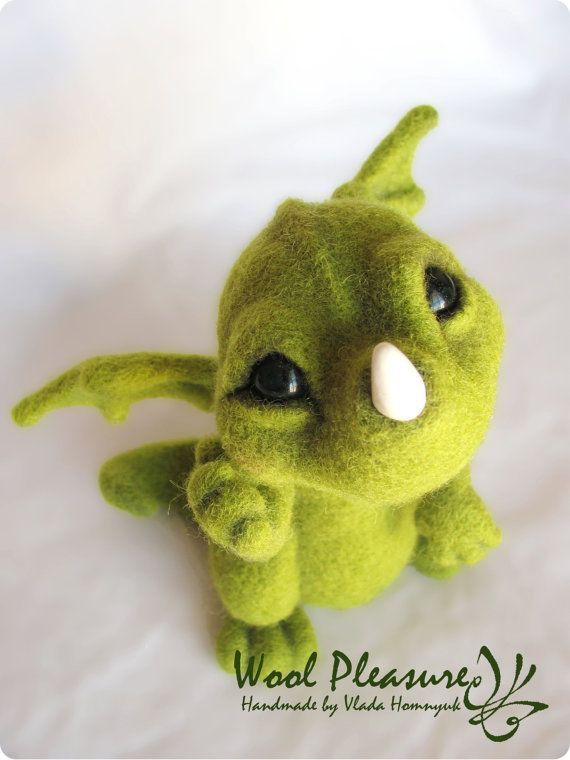 Needle Felted Toy. Little Green Dragon. by VladaHom on Etsy This is amazing.  I always wonder how they get the needle felting so smooth.