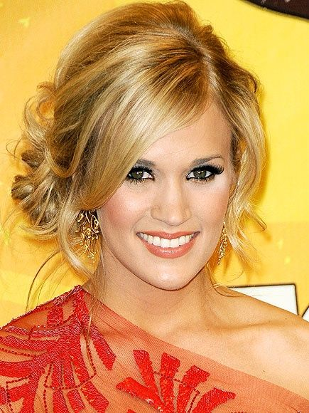 CARRIE UNDERWOOD she has the most beautiful hair! I want bangs!