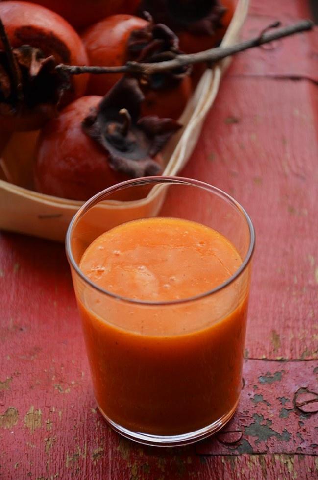 Vitamina de dióspiro e laranja