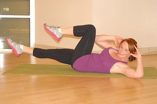 17 лучших упражнений для снижения веса. Всё, что нужно для снижения веса и достижения идеальной фигуры — это здоровое питание, целеустремленность, терпение и ежедневное выполнение комплекса физических упражнений. О том, какие упражнения лучше всего способствуют сжиганию жира, вы узнаете из этой статьи.