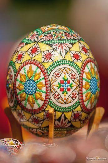 Painted egg, Romanian Easter tradition www.romaniasfriends.com  Romania Food Méi Informatiounen zu eisem Site   http://storelatina.com/romania/recipes #Rumänien #루마니아 #रोमानिया #romanija
