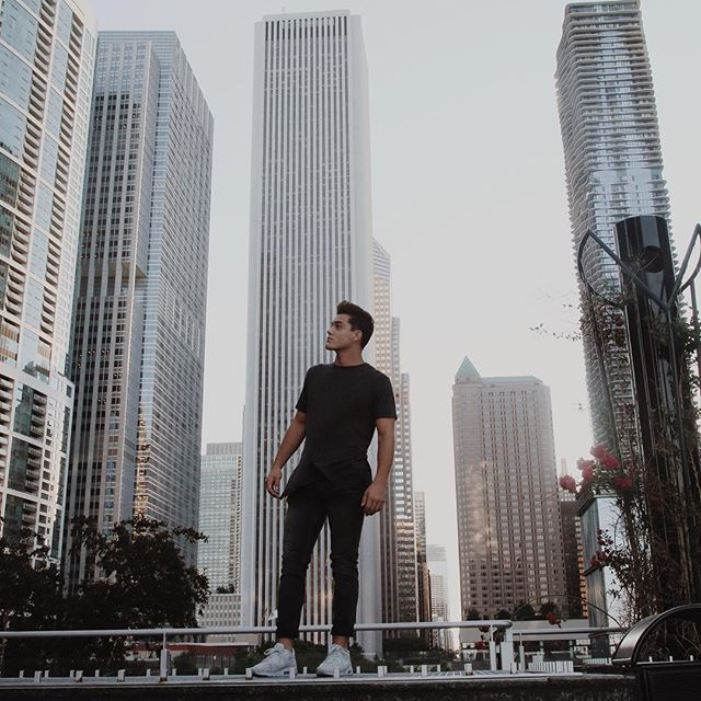 "Gtayson Dolan :""Explored Chicago today. It is AMAZING here Photo by my sis @camdol""."