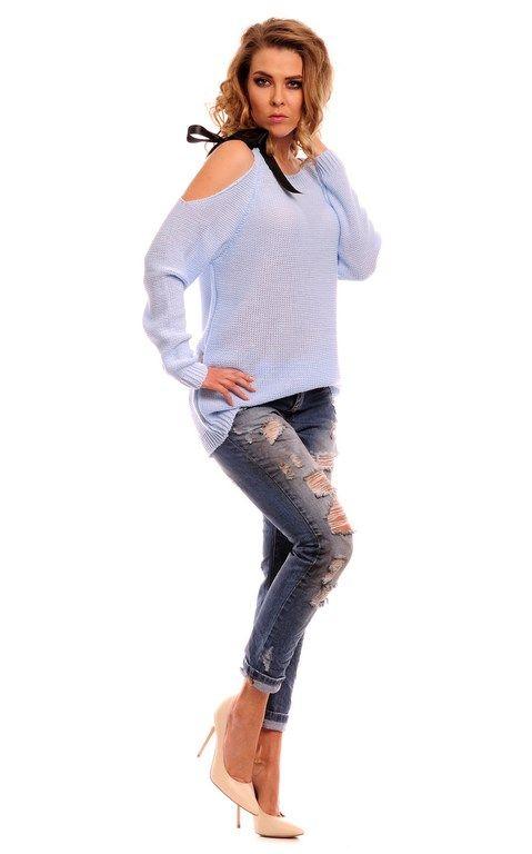 Błękitny sweter damski z ozdobną kokardą