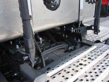 Univerzální držák nádrže za kabinu - detail