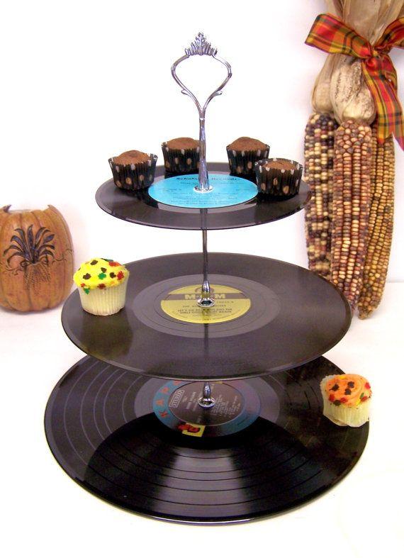 Postre de discos Vintage Retro 3 Tier Pedestal por GraceFilledHands