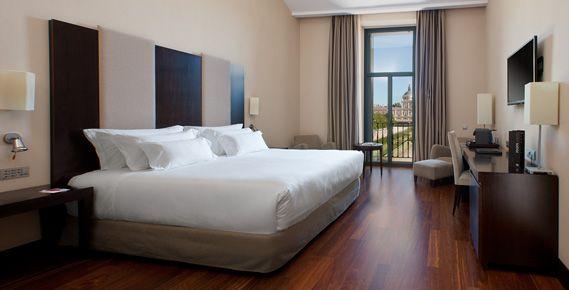 NH Collection Palacio de Aranjuez se une a la gama Premium de NH Hotel Group El renovado establecimiento cuenta con 86 habitaciones de las cuales 74 Superiores